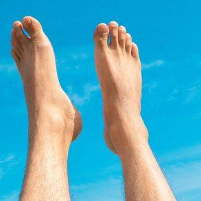 Feet with no nail fungus